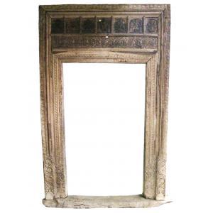 cornice porta di legno